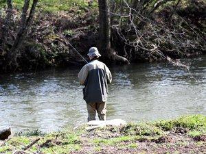Il vient pêcher en Aveyron et se retrouve sous la menace d'une arme