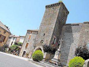 Sainte-Eulalie, village typique où les visiteurs prendront plaisir à flâner dans les remparts et rencontrer les artisans d'art.