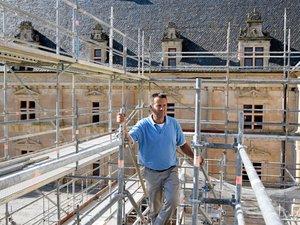 Dominique Vermorel dans le chantier du nouvel escalier d'honneur du château.
