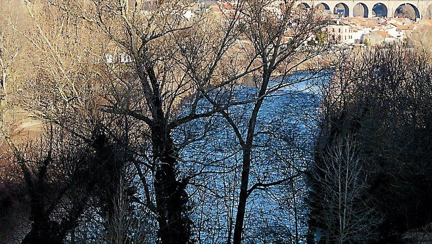 Paulhe, un village bordé par le Tarn. La balade offrira de belles vues sur les rives, le génie civil et l'architecture locale.
