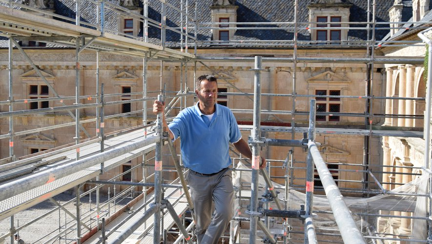 Dominique Vermorel dansle chantier du nouvel escalier d'honneur du château.MP