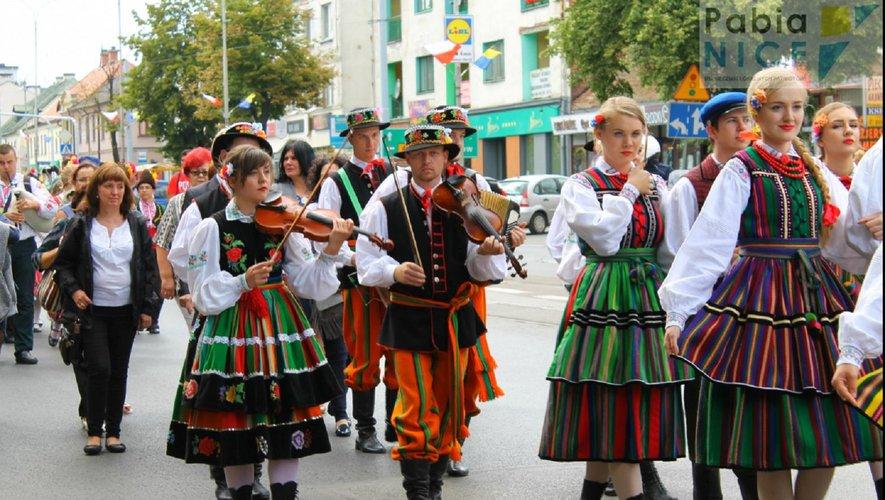 Musiciens et danseurs polonais pour une soirée découverte.