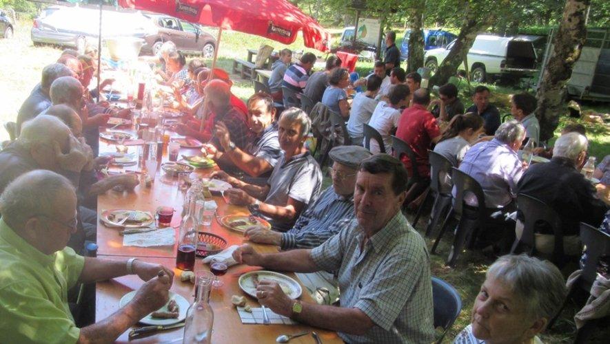 Le repas champêtre du comitédes fêtes a connu un franc succès
