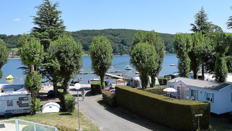 Le camping des Genêts propose 163 emplacements pour  une capacité d'accueil totale  de 650 personnes.