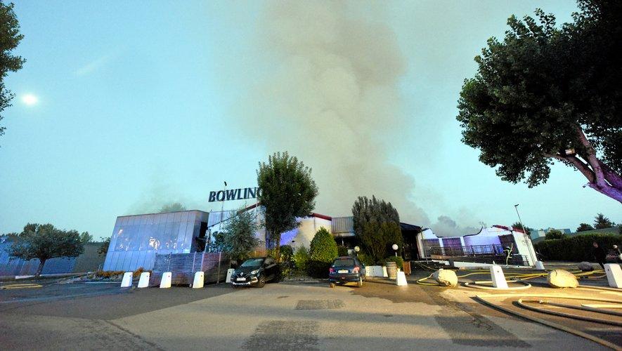 Le bowling a été entièrement détruit par les flammes.