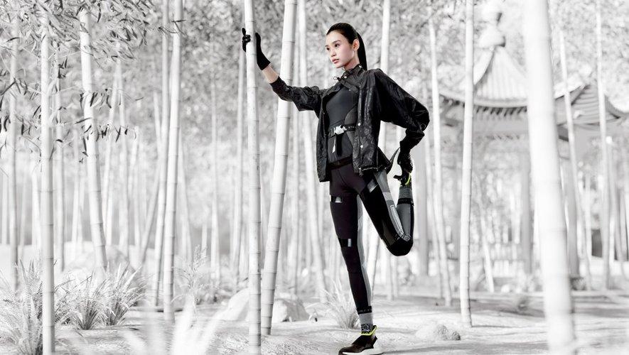 Ming Xi est le visage de cette campagne adidas by Stella McCartney.