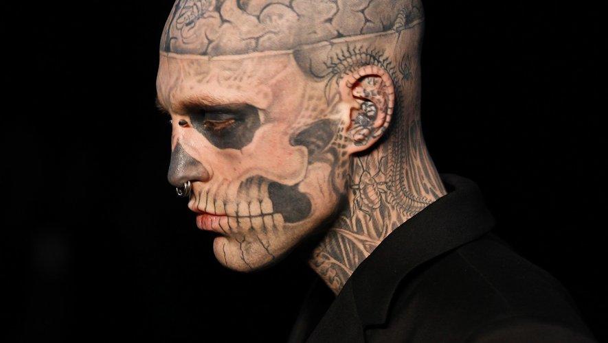 Zombie Boy, le mannequin et artiste canadien connu pour ses tatouages de la tête aux pieds lui donnant l'allure d'un cadavre, est mort à l'âge de 32 ans