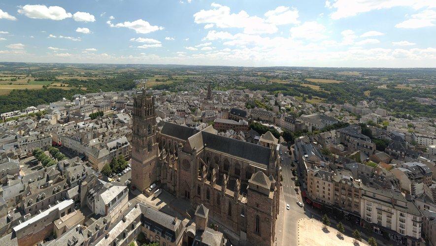 Découvrez le centre-ville de Rodez sous l'œil du drone
