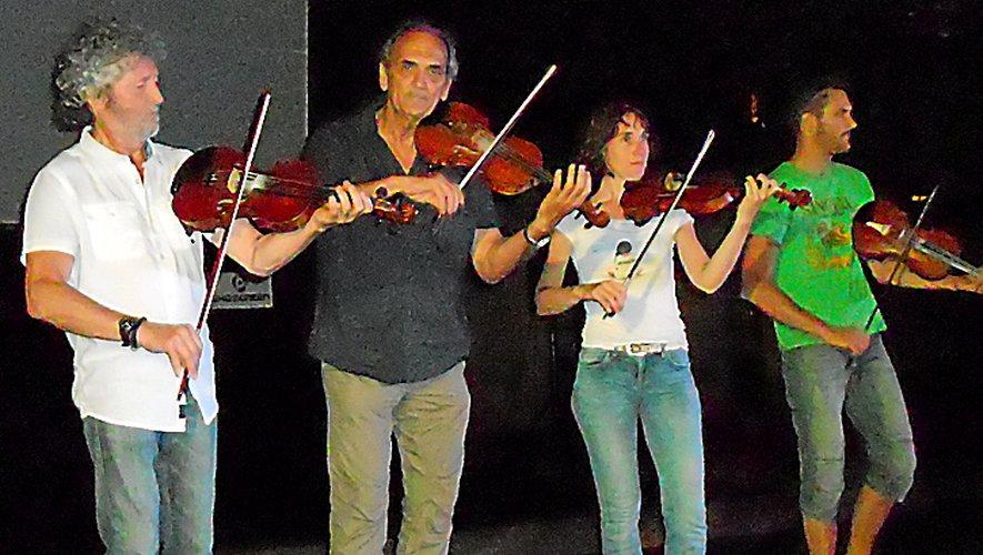 L'orchestre de Mamou : une invitation à la danse traditionnelle du pays.