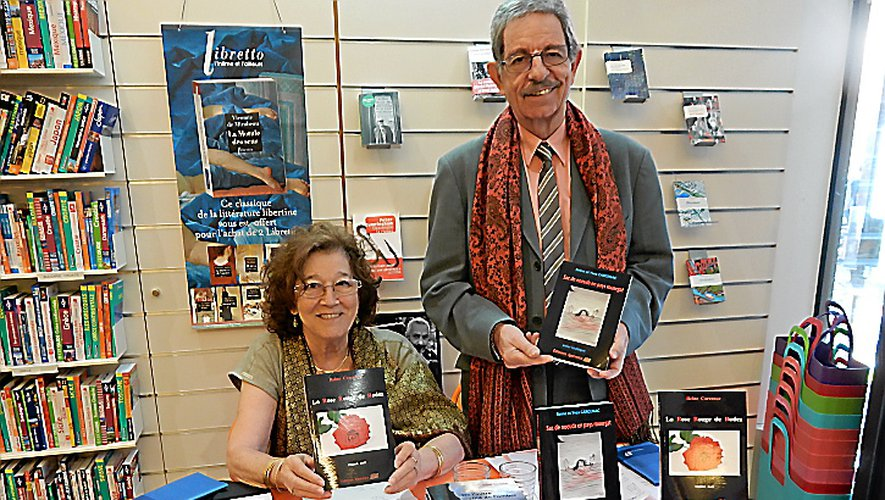 Les deux auteurs à la librairie villfranchoise.