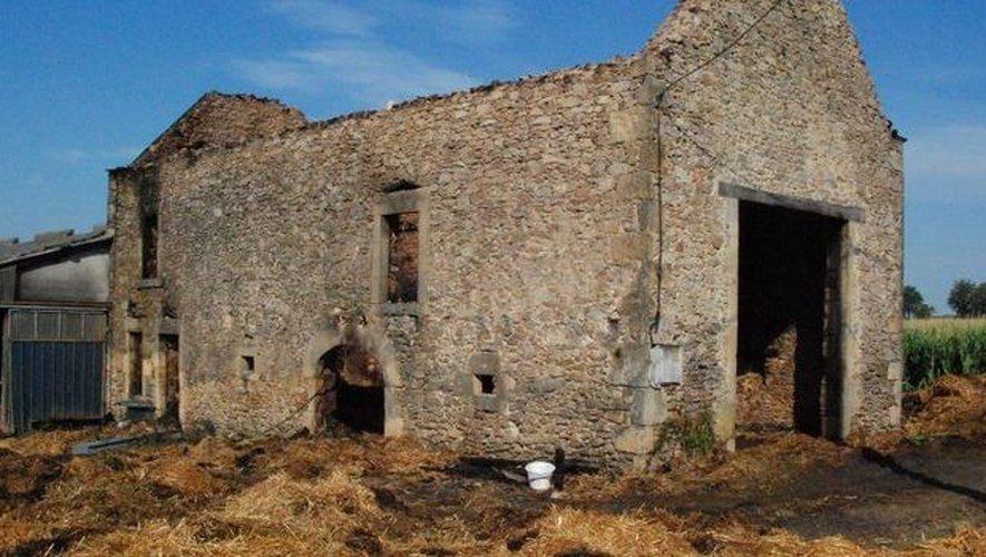 Un bâtiment agricole détruit par les flammes à Galgan