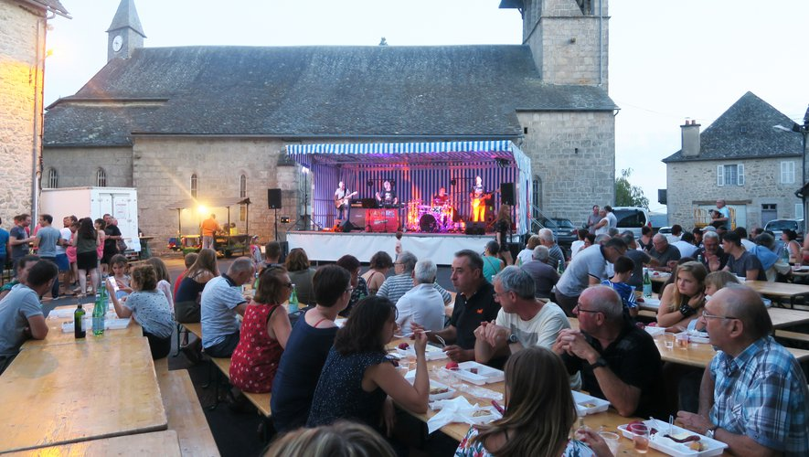 Le bar et le dîner étaient proposés par l'association Le Lac de Cygnes.