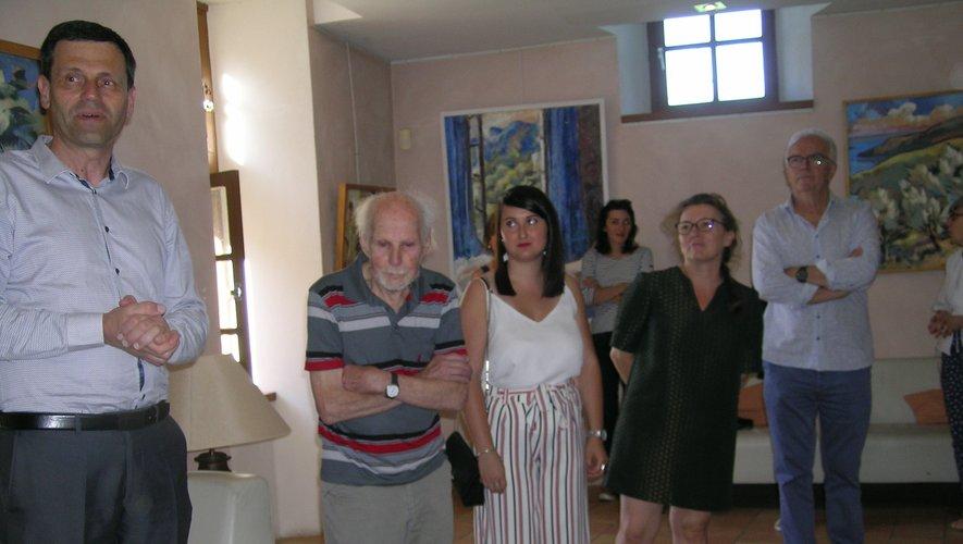 Hans Vleugels entouré de Manon sa petite-fille, Eric Picard, Sylvie Lacanet Jean-Luc Calmelly, maire de Bozouls.