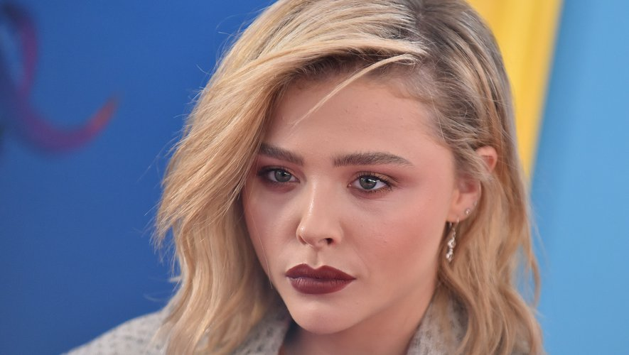 L'Américaine Chloe Grace Moretz sur le tapis rouge des Teen Choice Awards 2018 à Los Angeles, le 12 août 2018.