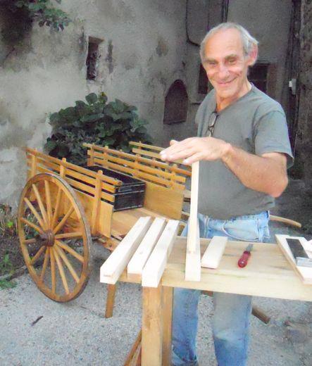 À Entraygues, Christian fait revivre les techniques oubliées de la charronnerie