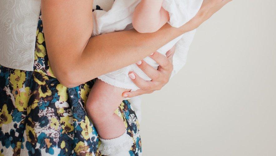 Nouveau-né : comment porter Bébé ?