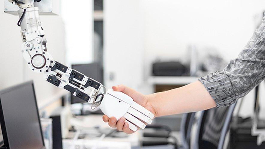 Certaines écoles japonaises ont déjà pris les devants et recruté des robots, en prévision de l'entrée en vigueur en 2020 de nouvelles règles.