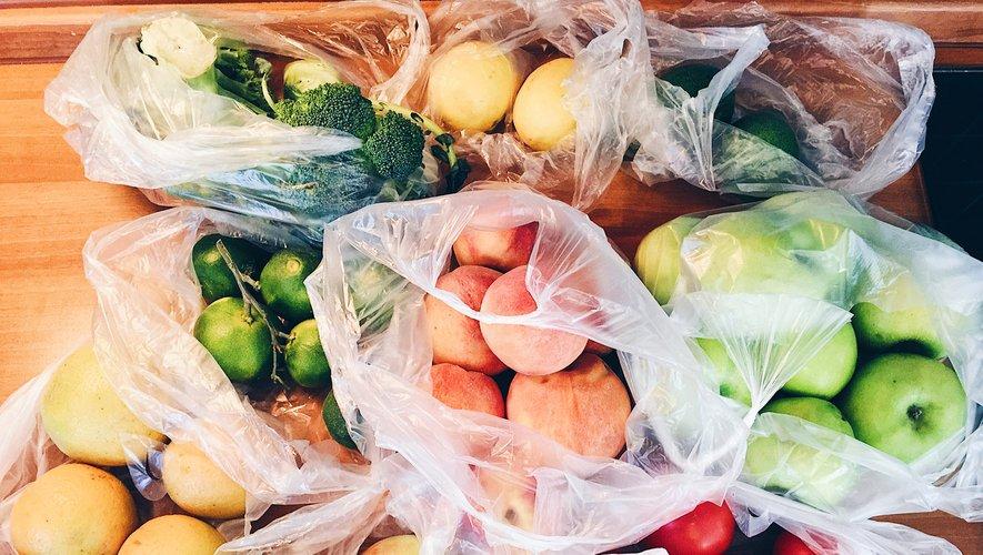 Mercredi, place de la Bastille à Paris, des tonnes de fruits et légumes vendus en direct par des producteurs du sud-ouest se sont arrachées.