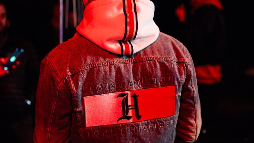 Tommy Hilfiger dévoile le fruit de sa première collaboration avec Lewis Hamilton.