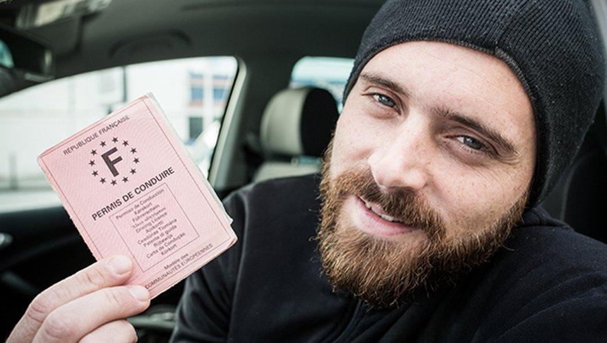 Depuis 2003, le permis de conduire est probatoire: les conducteurs obtiennent dans un premier temps six points, puis récupèrent deux points chaque année pendant les trois ans qui suivent.