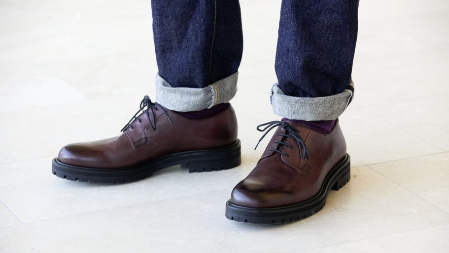 Mr Porter offre à sa marque masculine Mr P. une première ligne de chaussures.