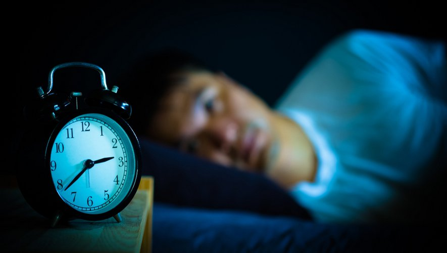 Dormir moins de 5 heures par nuit double le risque cardiovasculaire