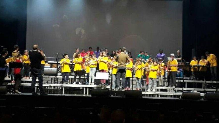 Les écoliers chanteurs en répétition avant le spectacle prévu ce jeudi 3 mai.