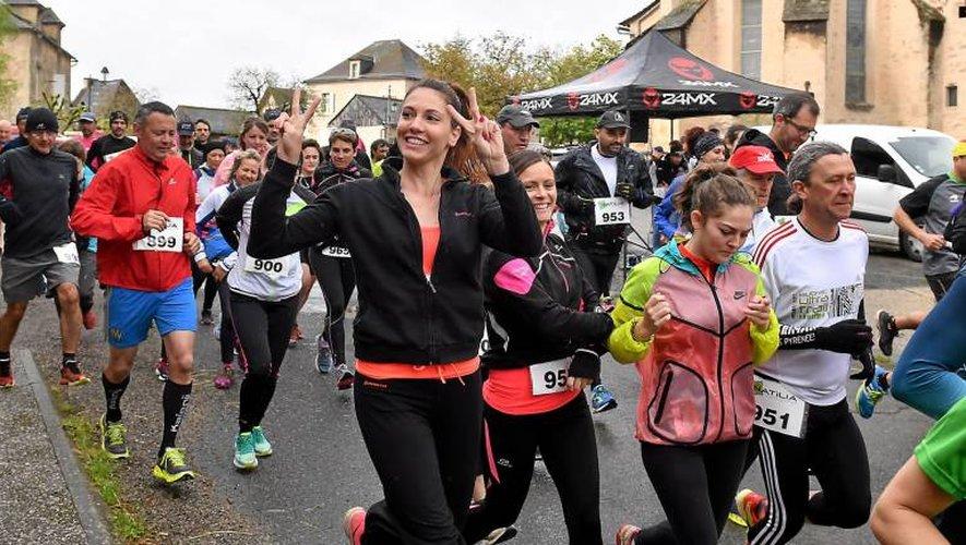 Près de 400 participants-dont l'intouchable Simon Dubocage sur 10km (à droite)-étaient au départ de Balsac, hier, pour une 26e Boucle Druelloise réussie. Photos Jean-Louis Bories