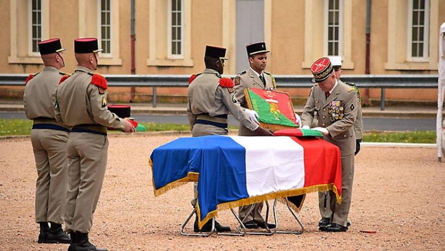 Le légionnaire s'est vu remettre à titre posthume la médaille d'or de la défense nationale.
