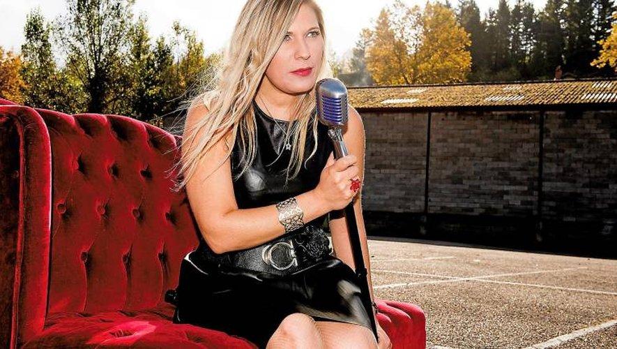 Avec son quartet, la chanteuse Estelle Calvi interprète des standards de la pop à la sauce jazzy.