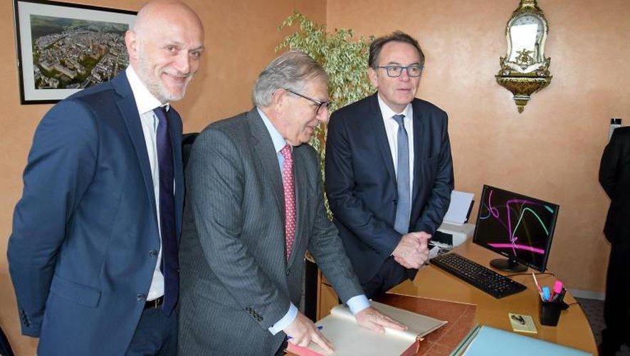 Le député Stéphane Mazars, le ministre de la Cohésion des territoires Jacques Mézard et le maire de Rodez Christian Teyssèdre participent aujourd'hui à ces premières Assises de la ruralité au CGR de Rodez.