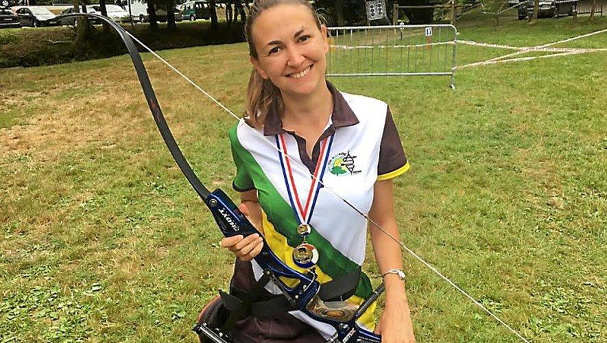 Isabelle Vayssié est très fière de la médaille d'or décrochée au championnat de France de tir à l'arc à Plouguenast.                     DR