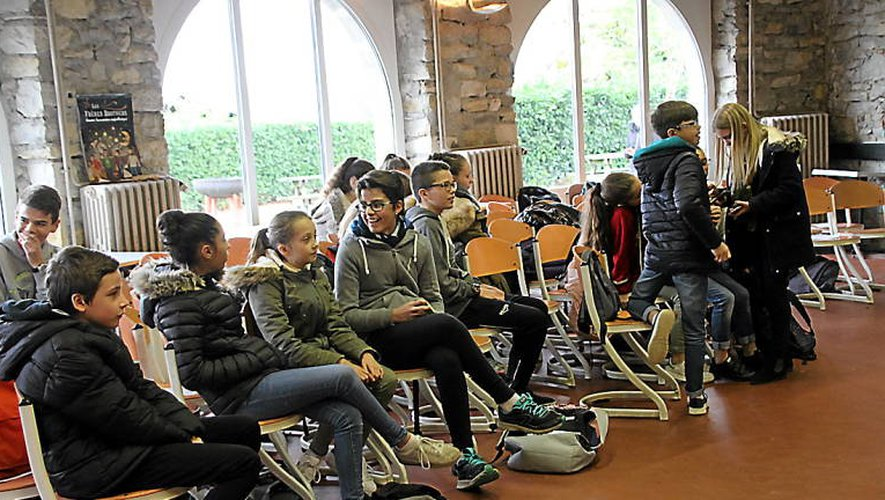 Moment de pause pour les jeunes délégués de classe de Francis-Carco pendant leur formation.
