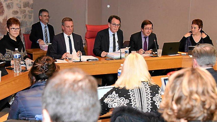 Les élus communautaires réunis en conseil sous la présidence de Christian Teyssèdre.