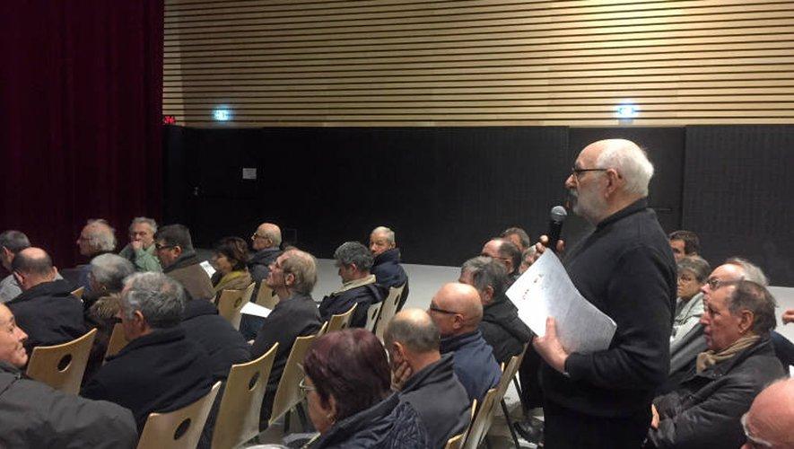 Marc Censi a participé activement à la réunion d'information organisée hier soir, à la salle des fêtes de Rodez.