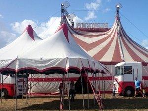 Villefranche-de-Rouergue : un acrobate du cirque Maximum se tue en pleine représentation