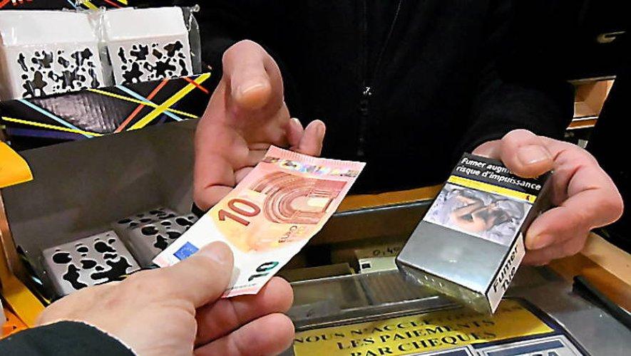 En 2020, le prix du paquet de cigarettes atteindra 10€, une hausse que les buralistes goûtent peu.