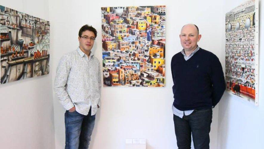 Installé place du Bourg depuis juillet2014, Philippe Annotiau (à droite) a offert les murs de sa galerie à Bertrand Alary jusqu'au 4décembre.  José A.Torres