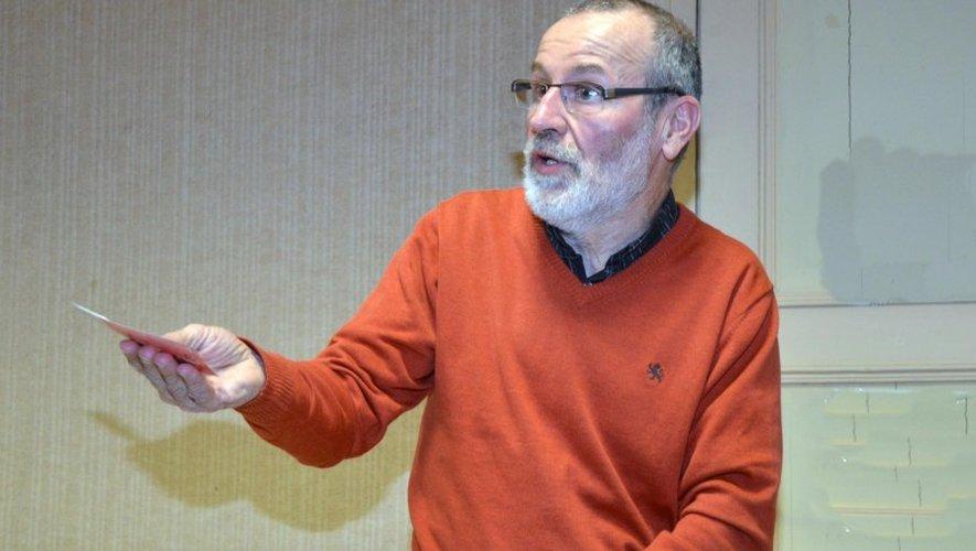 François Besses a animé la rencontre pour une monnaie locale à Marcillac-Vallon.
