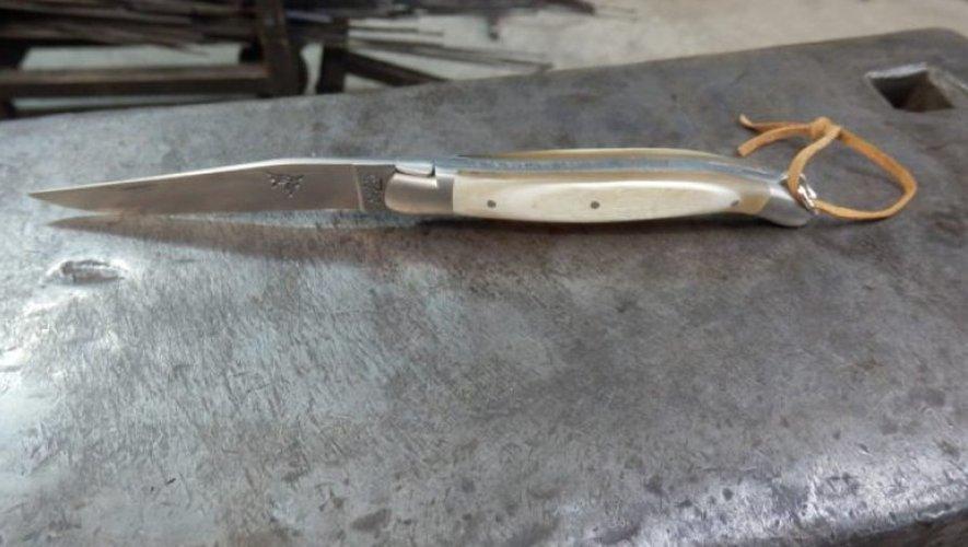 Trois couteaux Laguiole d'exception mis aux enchères pour les 70 ans du taureau