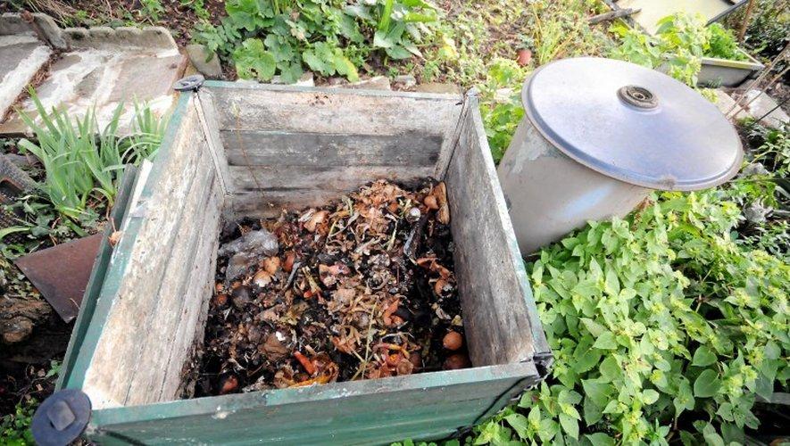 Déchets : un composteur collectif s'invite dans le jardin d'un immeuble de Rodez