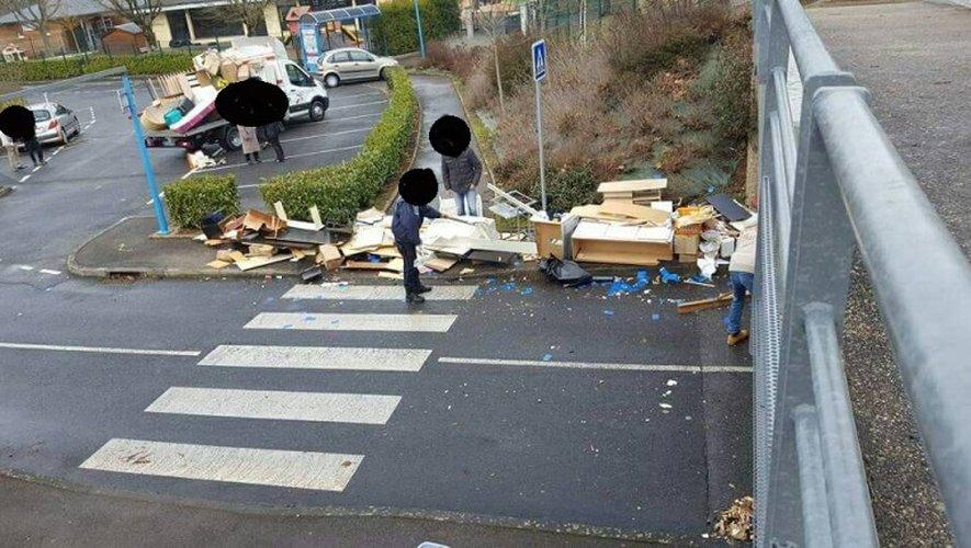 [INSOLITE] Le déménagement s'achève sous le pont des Costes-Rouges...