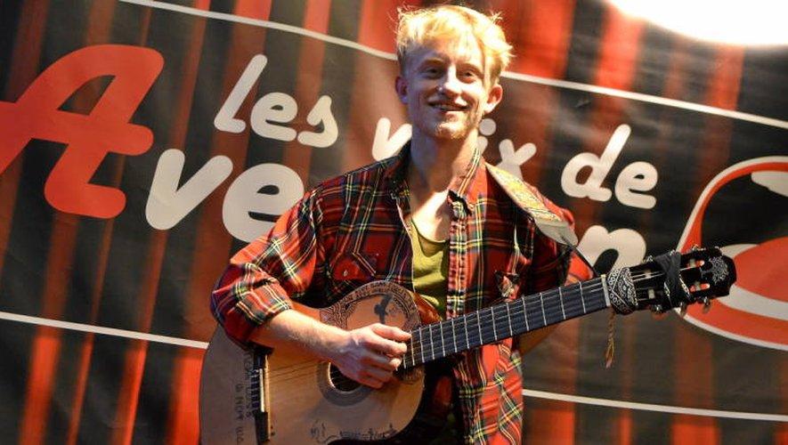 Jérémy Cazes, accompagné de sa guitare, s'est déjà produit sur le territoire millavois.  C. AZ