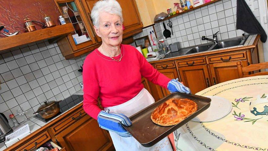 France Salacroup se régale dans sa cuisine.