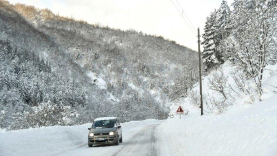 La route menant à Montereale frappée par un tremblement de terre, le 19 janvier 2017 en Italie.