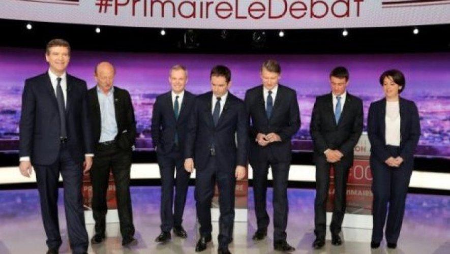 Les 7 candidats à la primaire organisée par le PS, le 15 janvier 2017 à Paris.