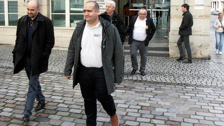 Aujourd'hui, les représentants syndicaux reçus à Paris.