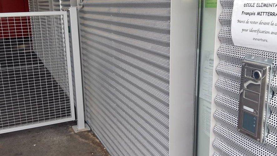 Portails fermés à clef et visiophones font leurs apparitions dans les écoles de la Ville.