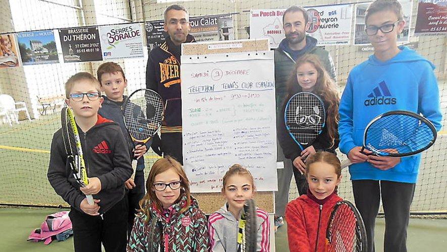 Les jeunes de l'école de tennis et leurs initiateurs se mobilisent pour le Téléthon.