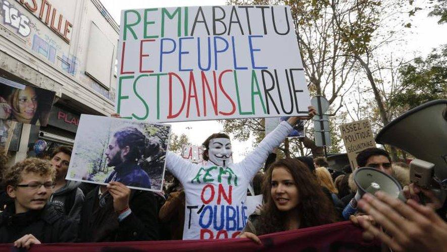 Le 8 novembre 2014, une manifestation à Paris en hommage à Rémy Fraysse, décédé le 26 octobre dans des affrontements entre des manifestants et les forces de l'ordre à Sivens dans le Tarn.
